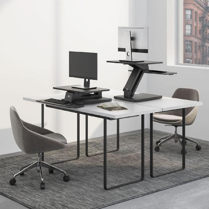 Stolní pracovní stanice do kanceláře nebo domácnosti, na monitor, notebook nebo laptop a klávesnici, sit-stand - změna pozice pro práci vsedě nebo vestoje - Fiber Mounts M8C82